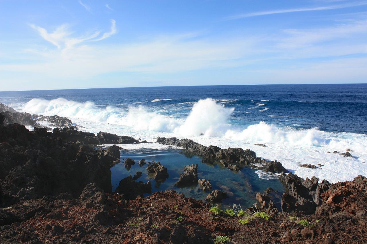 Gefahren beim Surfspot Check achte auf Felsen, Shorebreak, etc