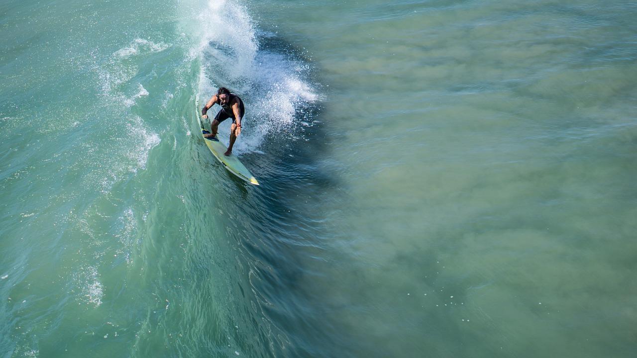 Armhaltung beim Surfen das Surfboard lenken