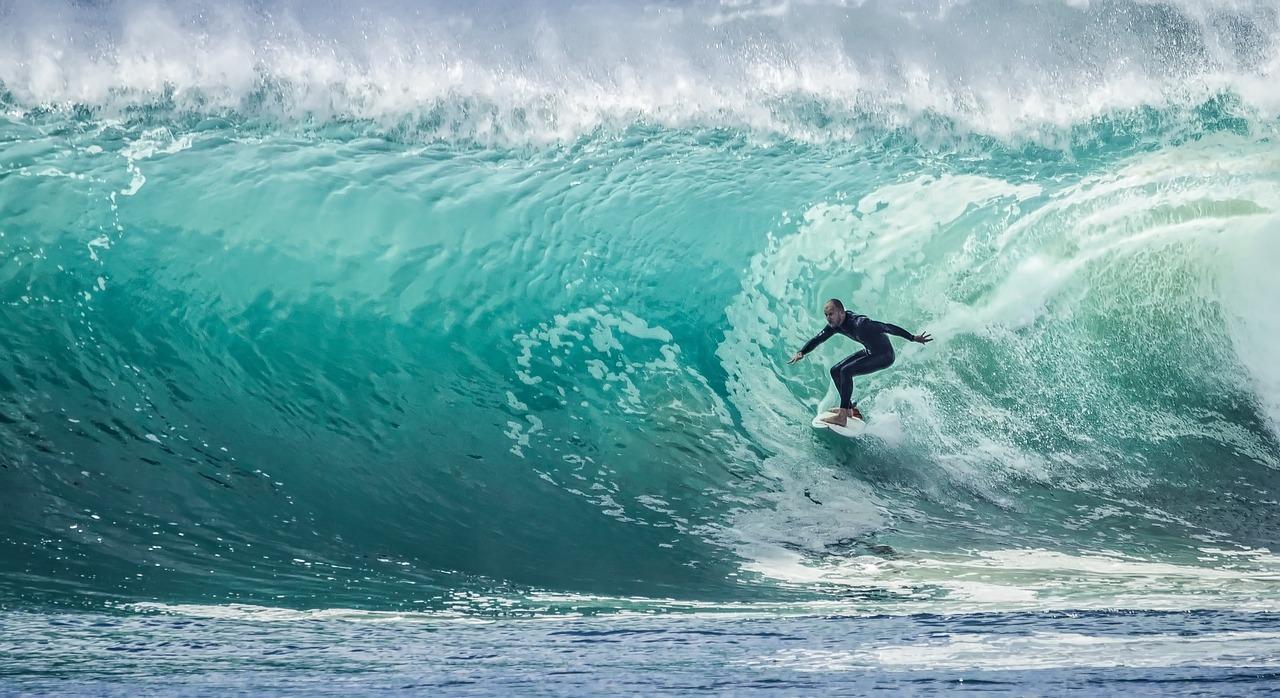 Armhaltung beim Surfen ist wichtig für Balance und Stabilität